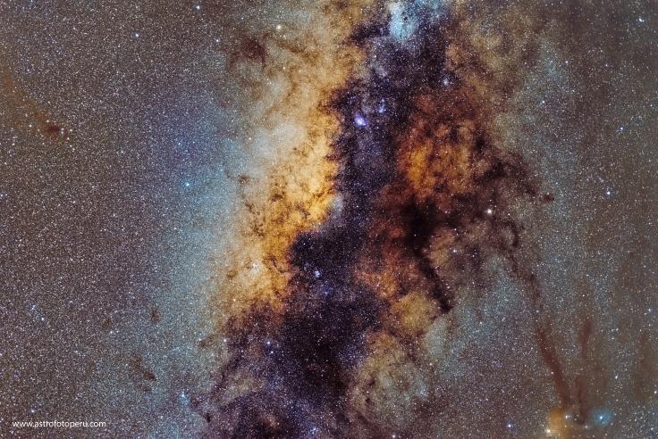 Núcleo Galáctico - 50 mm Samyang - Apilación de 161 imágenes @f2 / ISO 3200 /